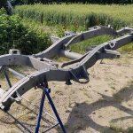 Piaskowanie-konstrukcji-stalowych-rama-samochodowa